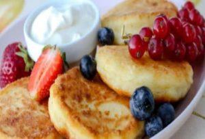 Сбалансированный завтрак - сырники из обезжиренного творога, картинка