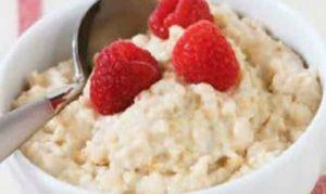 Завтрак из овсяной каши на молоке для похудения, картинка